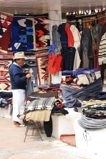 shopping_otavalo-market_products.jpg