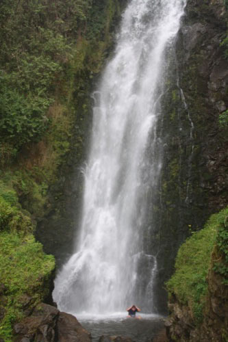Peguche_waterfall_man_in_ti.jpg